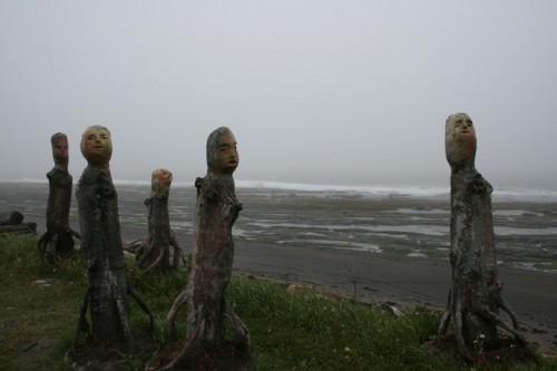 Troncs sculptés en Gaspésie, photo Antoine Peuchmaurd.jpg