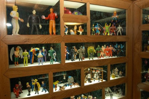 Vitrine du MIAM à Sète, figurines collection de Bernard Belluc.jpg