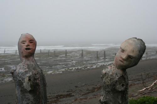 Troncs sculptés, détail de certains d'entre eux, Gaspésie, photo Antoine Peuchmaurd.jpg