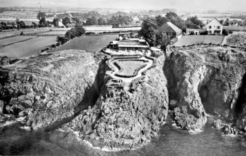 Abbé Fouré,Carte postale des années 50 du site des rochers Sculptés à Rothéneuf (Ille-et-Vilaine).jpg