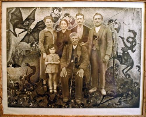 Ruzena, portrait de famille sous-verre, ph mai 08 (2).jpg