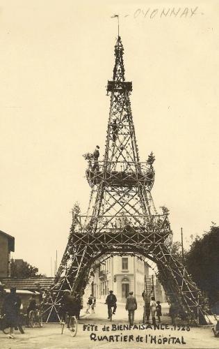 Tour Eiffel provisoire, fête à Oyonnax 1928.jpg