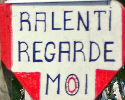 Chez Joseph Donadello, Panneau peint:Ralenti regarde moi, ph. Bruno Montpied, 2008.jpg