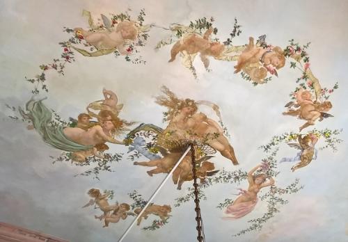 Salle à manger le plafond aux vénus et angelots (2).jpg