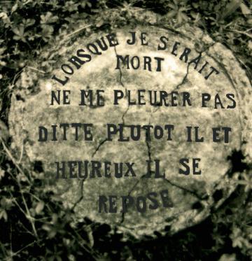 Raymond Guitet, inscription dans le jardin de Sauveterre-de-Guyenne, ph B.Montpied, 1988.jpg