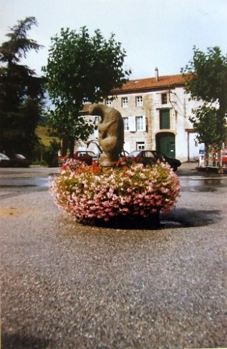 la fontaine sur le site de la mairie.jpg