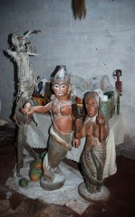 Mami Wata, groupe de statues,Tsevie, Togo, sur le site web art-vs.de.jpg