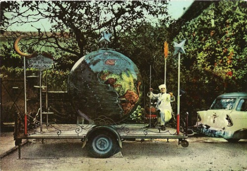 Carte postale années 50-60,souvenir de Tour du Monde, coll.B.Montpied.jpg