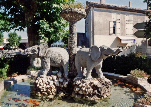 Elephants-fontaine-Cleon-d'.jpg